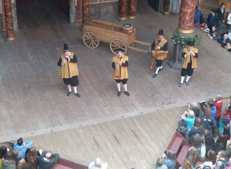 Globe musicians