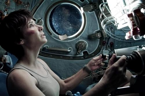 gravity-movie-review-sandra-bullock-shiop