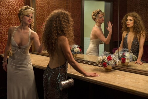 jennifer-lawrence-amy-adams-american-hustle