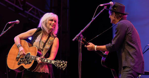 emmylou-harris-rodney-crowell-lincoln-center-by-kevin-yatarola-2014-08-900x470
