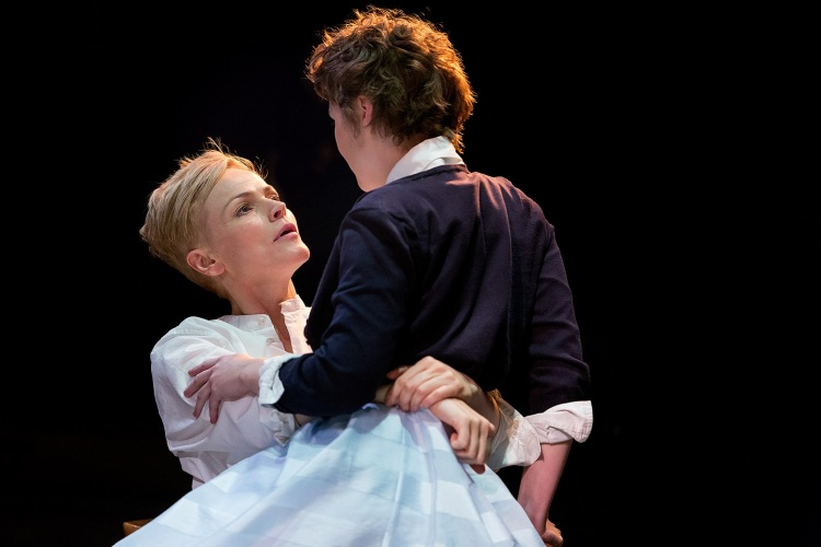 hamlet-maxine-peake-katie-west-photo-jonathan-keenan-2