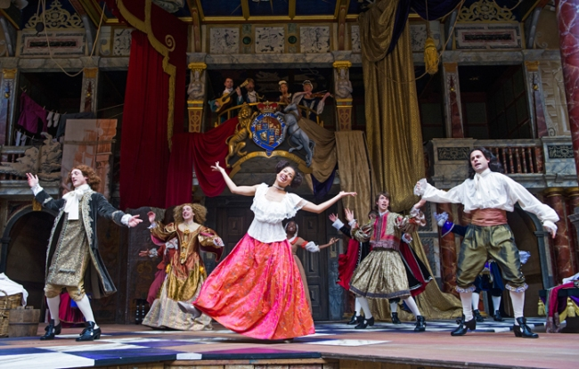 Gugu Mbatha-Raw (Nell Gwynn), centre, in Nell Gwynn by Jessica Swale @ Shakespeare's Globe. Directed by Christopher Luscombe. (Opening 24-09-15) ©Tristram Kenton 09/15 (3 Raveley Street, LONDON NW5 2HX TEL 0207 267 5550 Mob 07973 617 355)email: tristram@tristramkenton.com