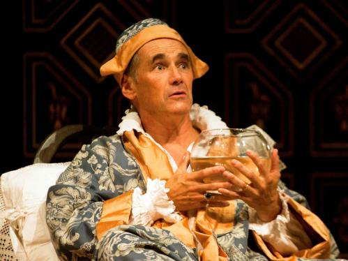Mark-Rylance-(Philippe-V)-in-Farinelli-and-the-King.--Photography-by-Simon-Annand-(Custom)
