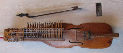 Nyckelharpa_built_by_Eric_Sahlstrom