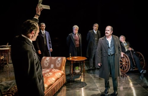4.-A-scene-from-Chichester-Festival-Theatres-STRIFE-IAN-HUGHES-centre-as-David-Roberts-Photo-Johan-Persson_02531-700x455