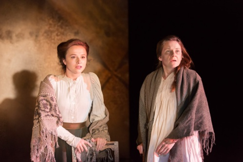9.-ROSIE-SHEEHY-Madge-Thomas-LUCY-BLACK-Annie-Roberts-in-Chichester-Festival-Theatres-STRIFE.-Photo-Johan-Persson_01042