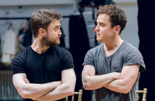 Daniel-Radcliffe-Rosencrantz-and-Joshua-McGuire-Joshua-McGuire-Guildenstern-in-Rosencrantz-Guildenstern-Are-Dead-700x455