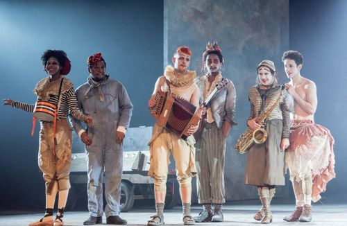 the-players-in-rosencrantz-and-guildenstern-are-dead-2017-700wx457h-1488894319