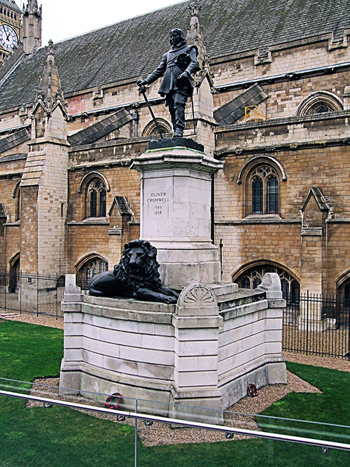 1200px-Oliver_Cromwell_Statue,_Westminster_-_London