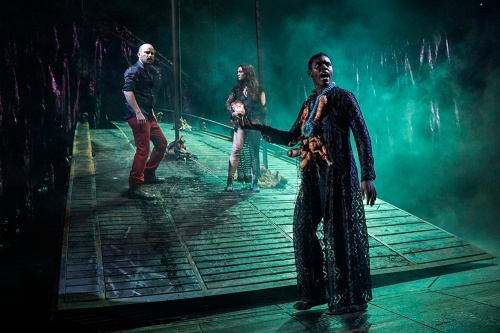 Rory-Kinnear-as-Macbeth-Beatrice-Scirocchi-as-Witch-and-Anna-Maria-Nabirye-as-Witch-in-Macbeth-at-the-National-Theatre-c-Brinkhoff-Mögenburg-1002-1057