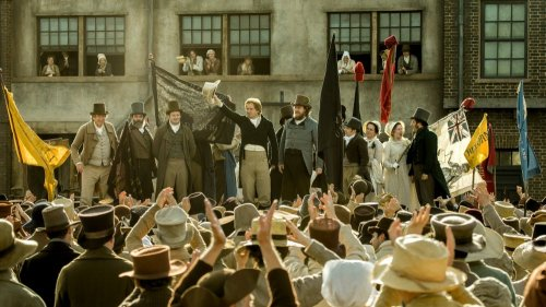 peterloo-2018-001-crowd-speech-scene