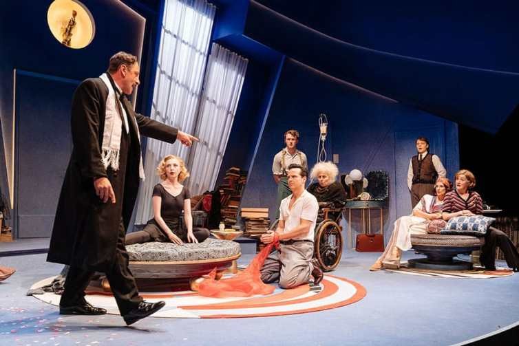 present-laughter-old-vic-theatre-3