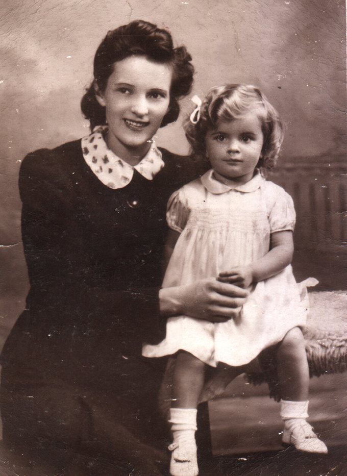 Doreen with Wendy 1943?